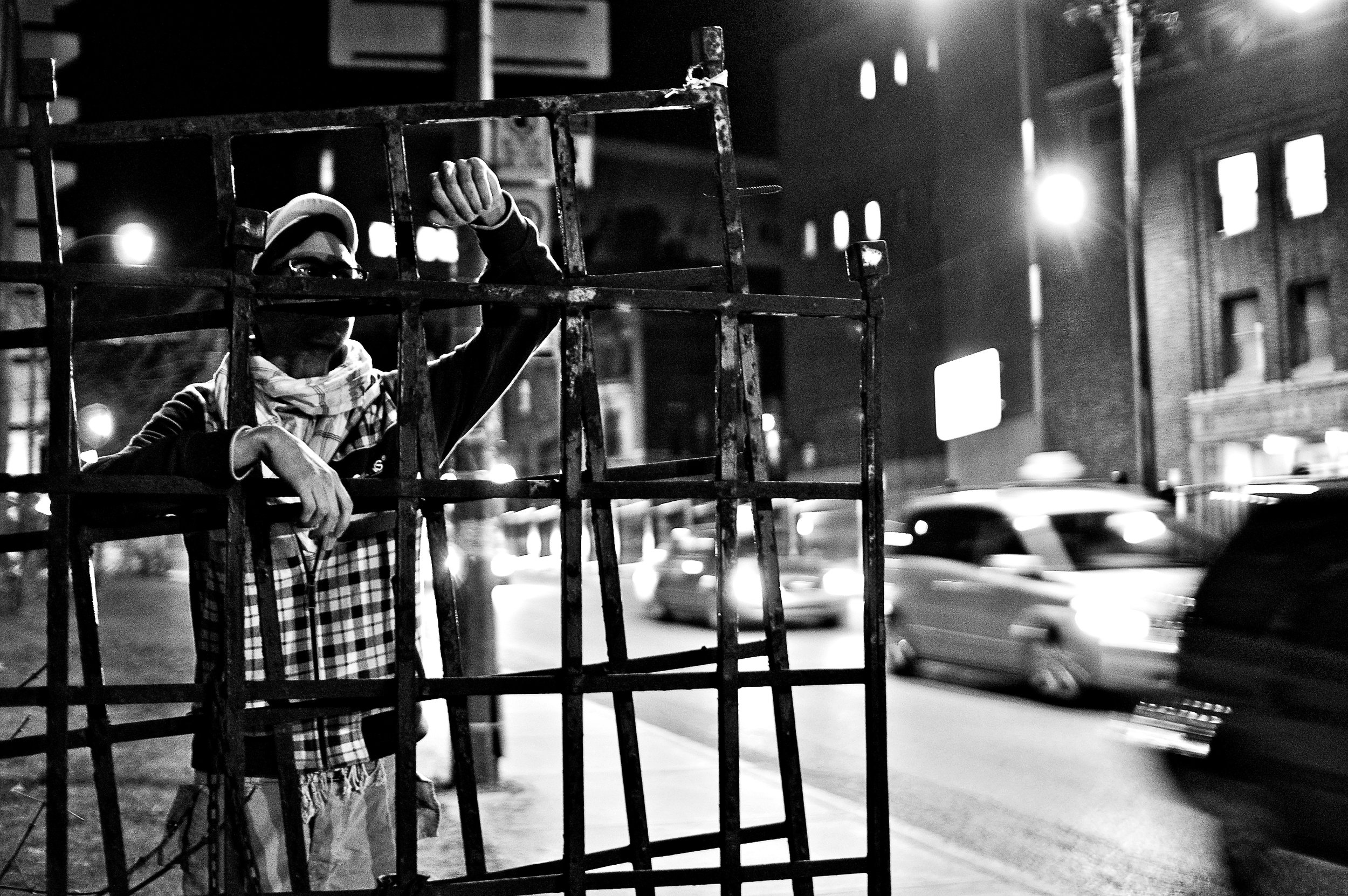 portrait-shot-night-street-montreal-lifestyle-photographer