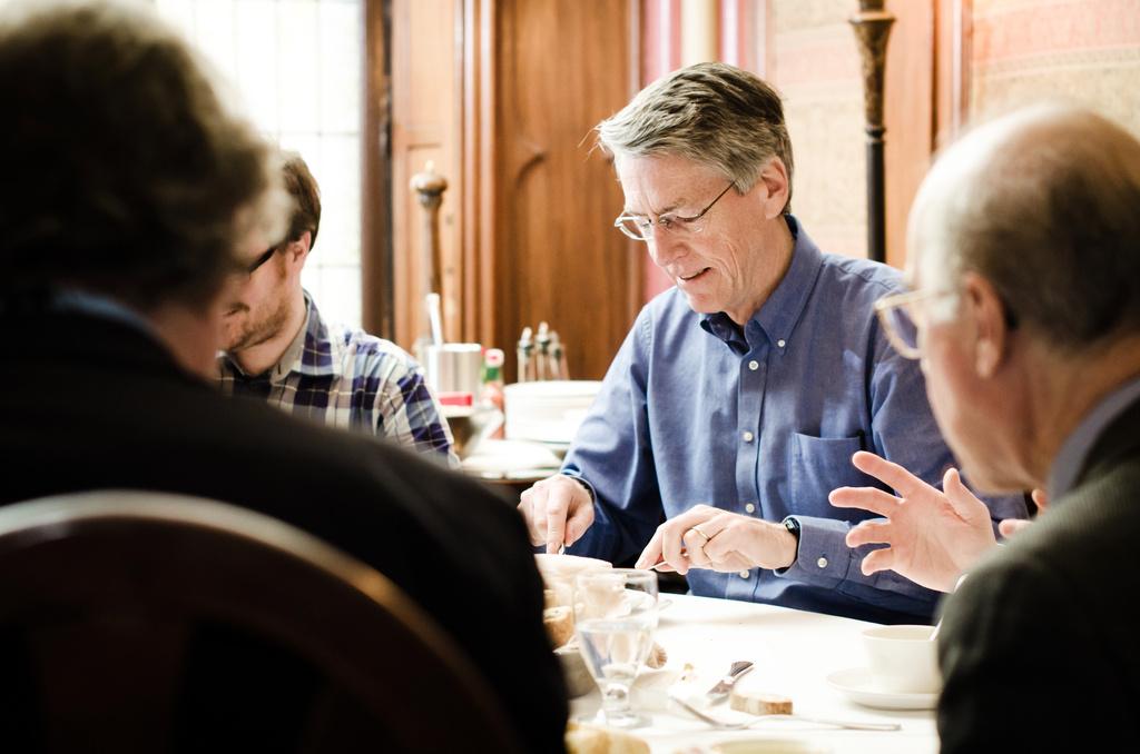 dr-watson-professor-restaurant-eating-montreal-photographer