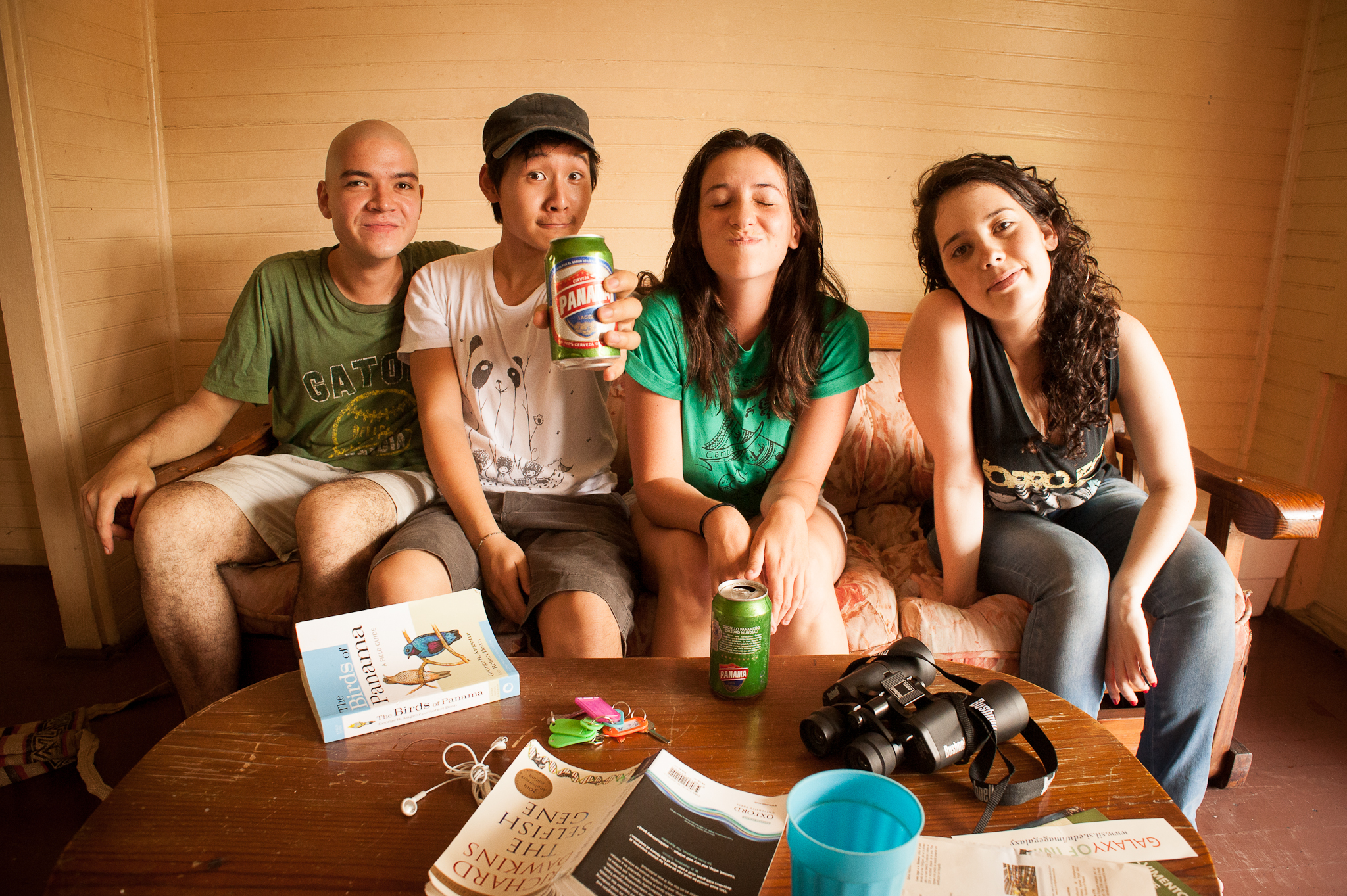 friends-sitting-table-photographer-Alex Tran