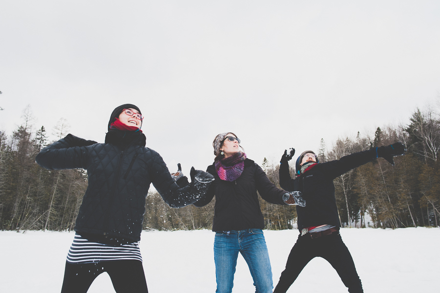 friends-snowball-fight-winter-snow-montreal-lifestyle-moment