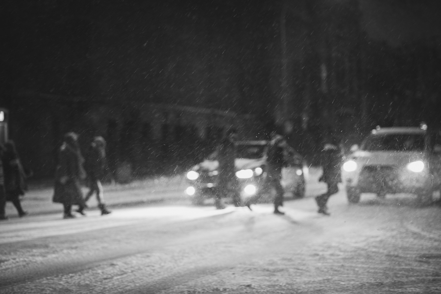 montreal-street-night-patsy-van-roost-tour-un-dessin-a-la-fenetre-mile-end