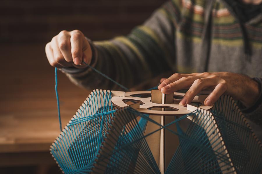 details-yarn-wood-hands-portrait-montreal-artist-ariel-harlap-zooratura-photographer-alex-tran