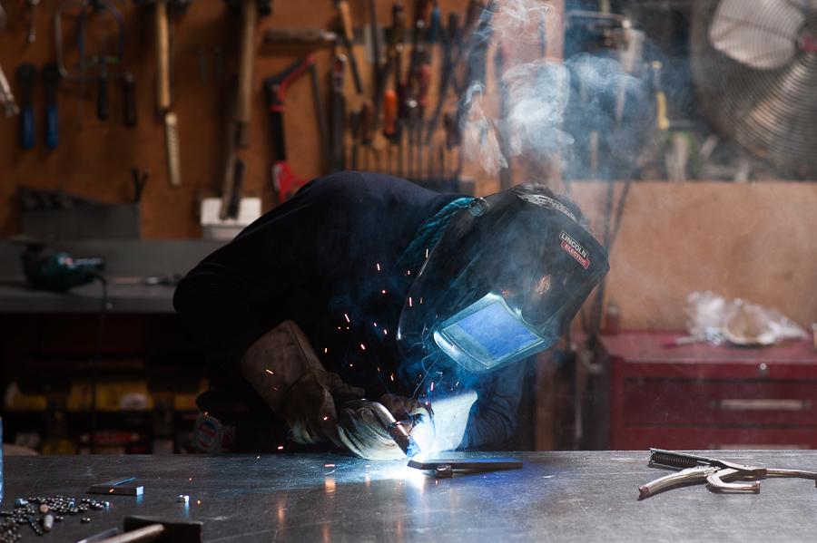 portrait-jacques-gallant-solutions-welding-metal-workshop-montreal-photographer-alex-tran