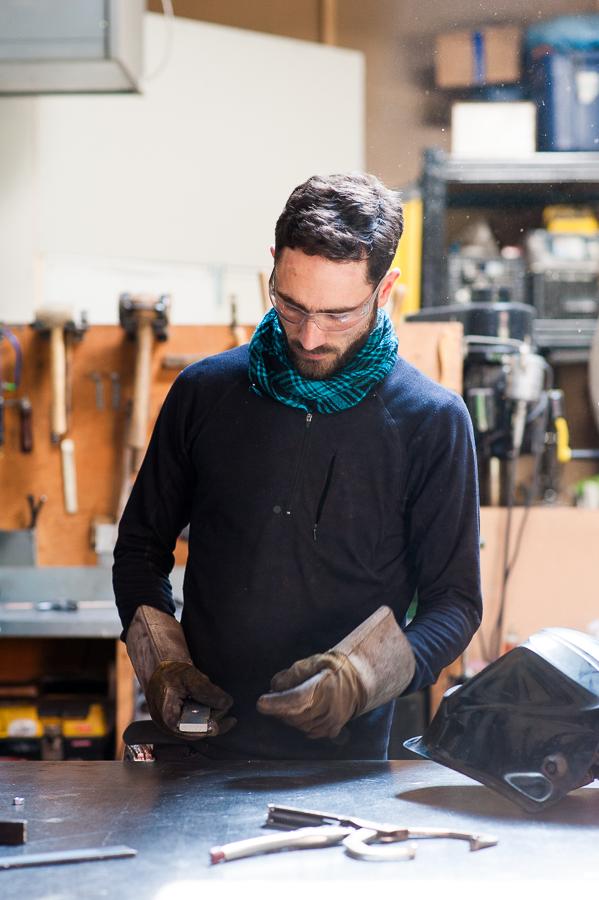 blacksmith-working-jacques-gallant-workshop-montreal-portrait-photography-alex-tran