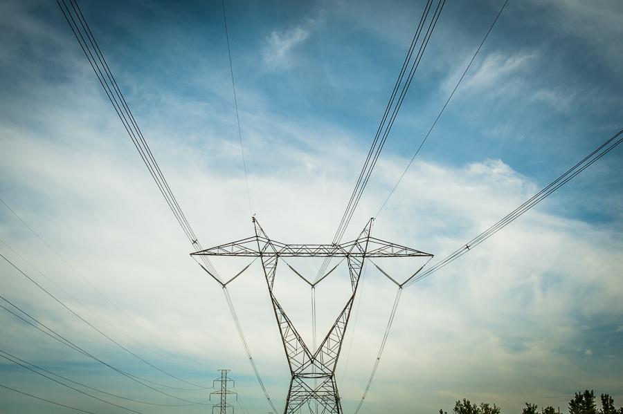 marcher-la-region-electric-lines-sky-marcher-la-region-montreal
