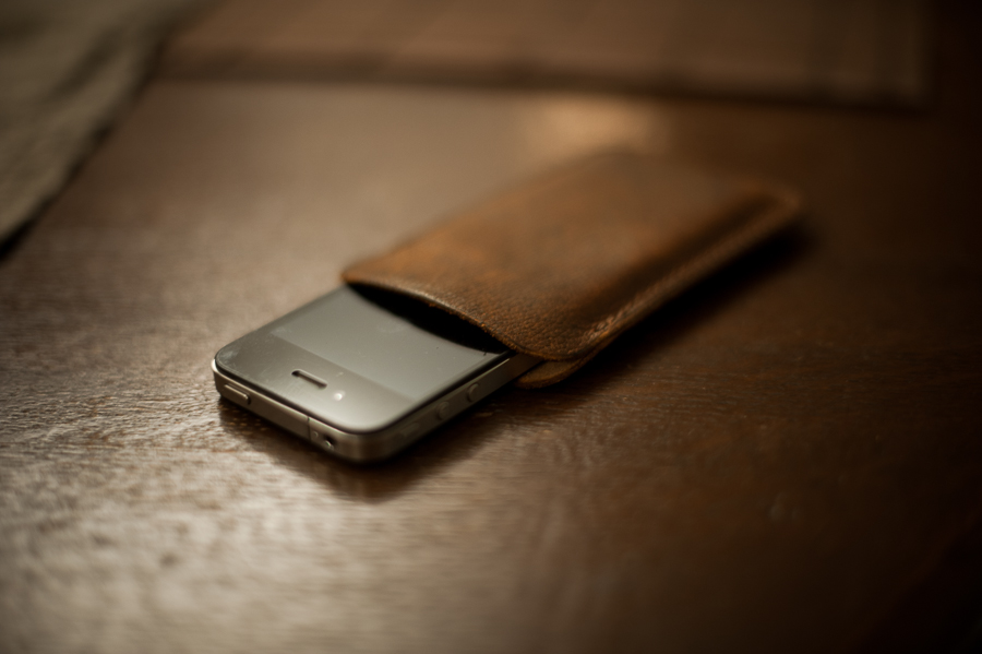 iphone-sleeve-leather-minimal-full-grain