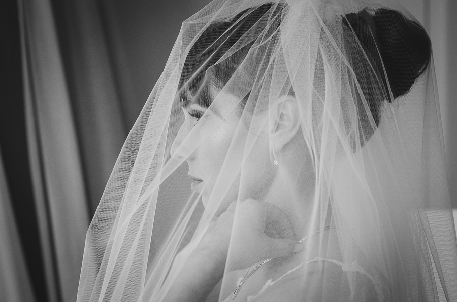 veil-bride-black-and-white-side-portrait