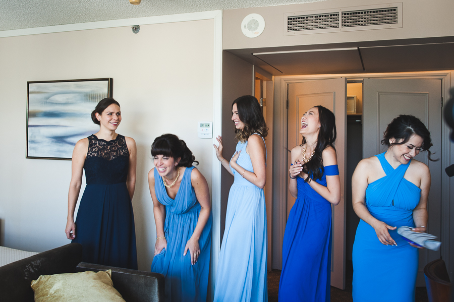 bridesmaids-laughing-before-ceremony