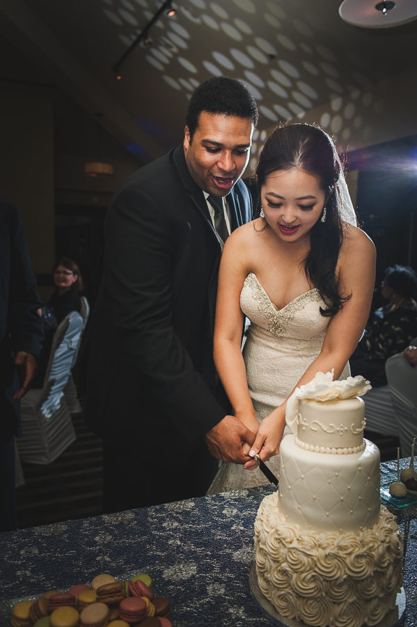 hotel-rive-gauche-cutting-cake-bride-groom