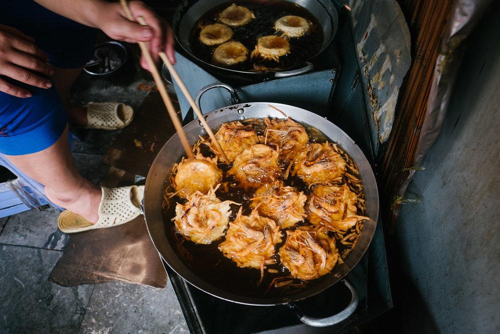 banh-tom-sweet-potato-shrimp-fritters-in-hanoi