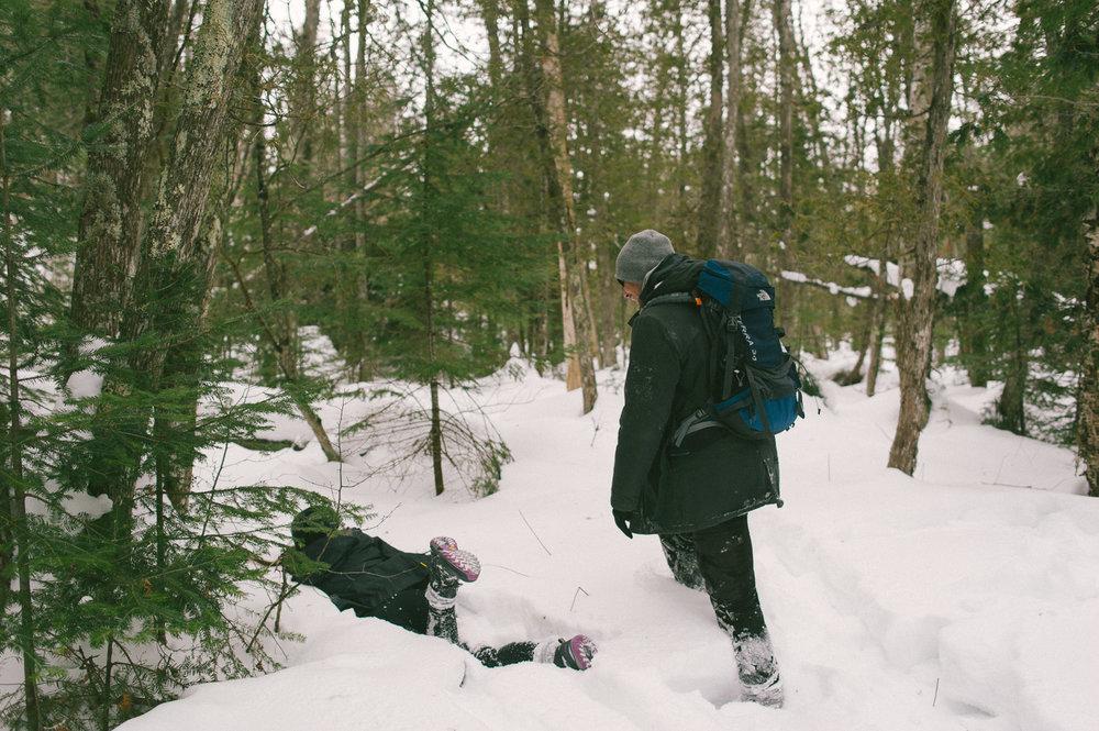 fabio-pushing-samia-in-the-snow