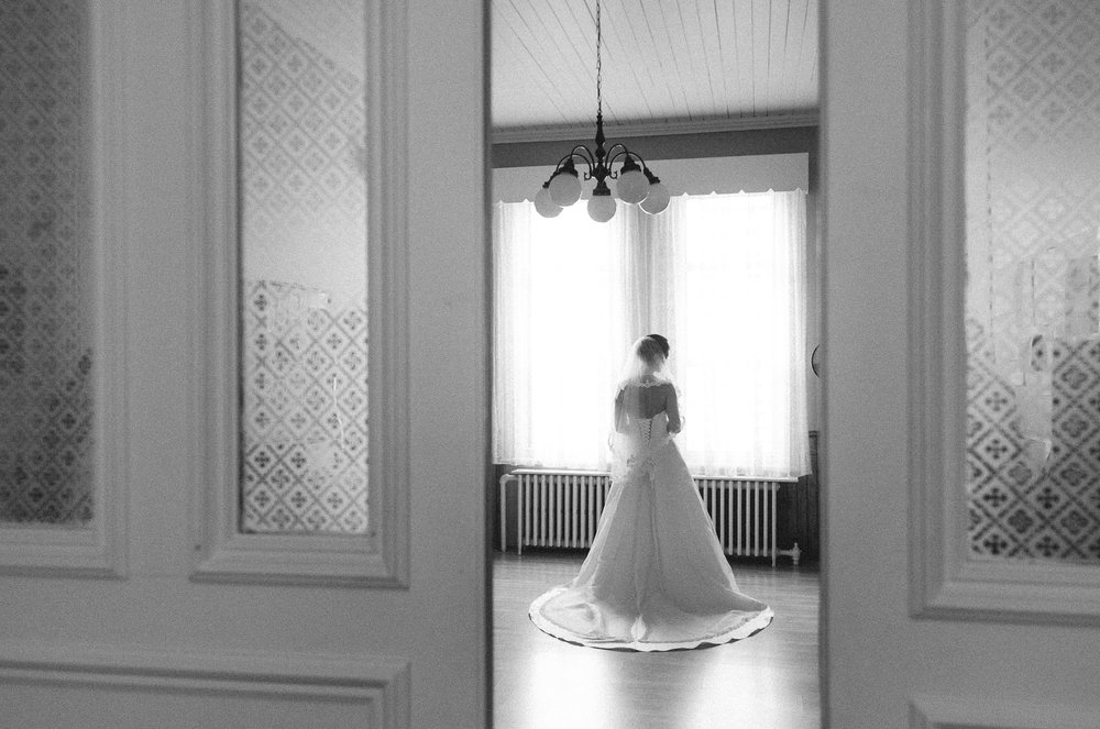 bride-black-and-white