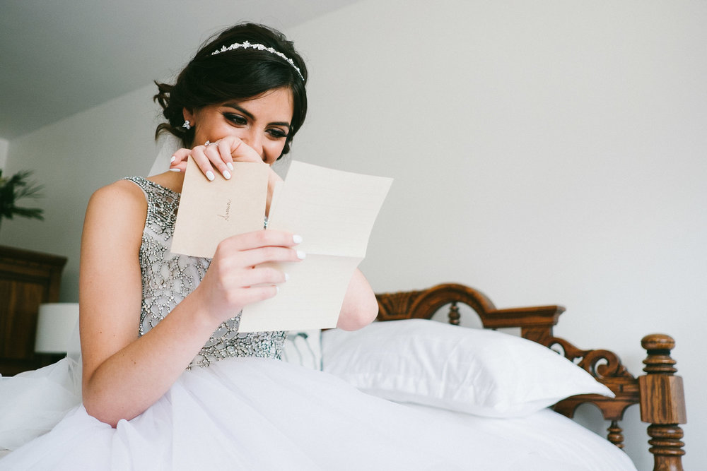 bride-reading-letter-from-groom