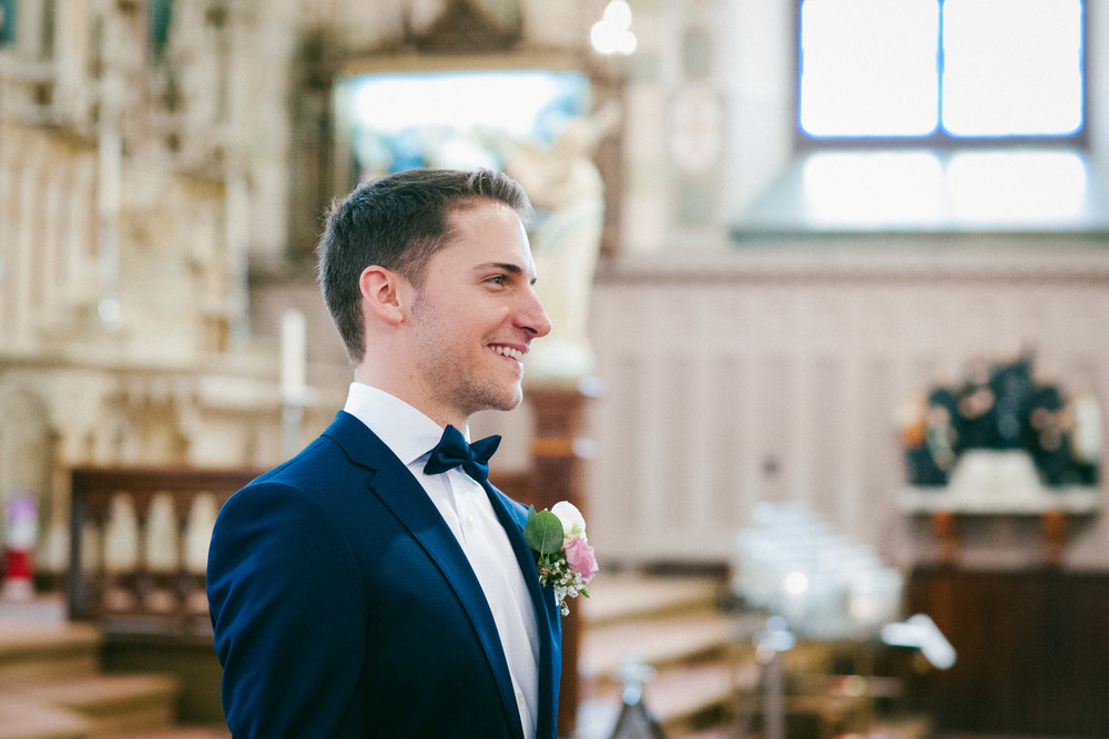 groom-first-look-reaction-in-montreal-church