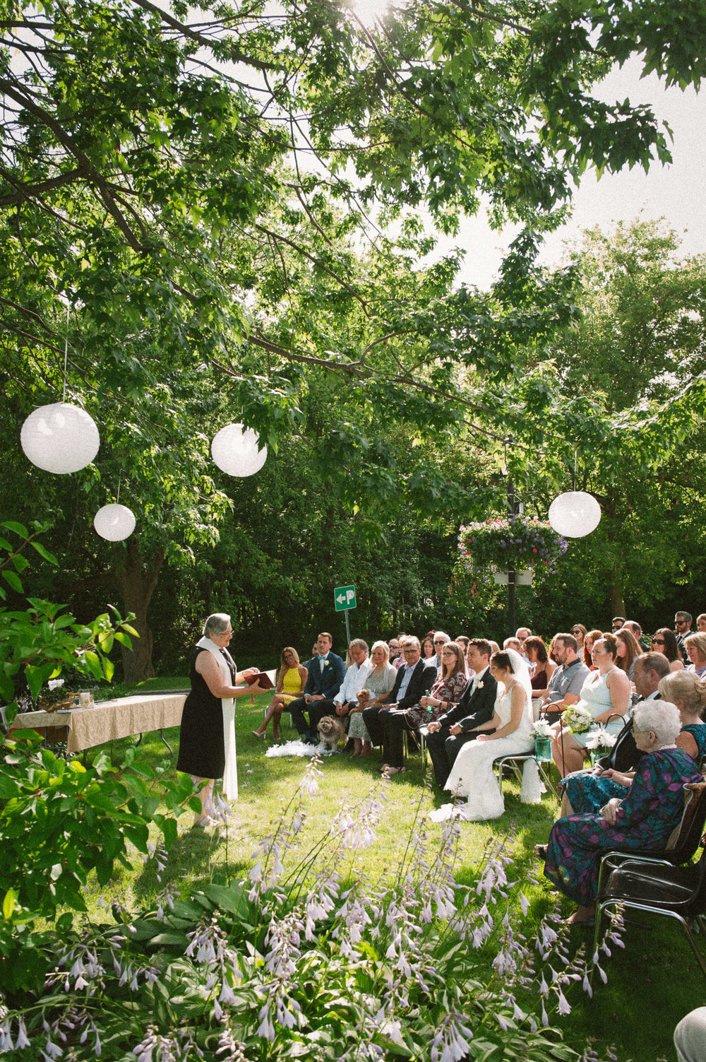 outdoor-montreal-wedding-ceremony-in-west-island
