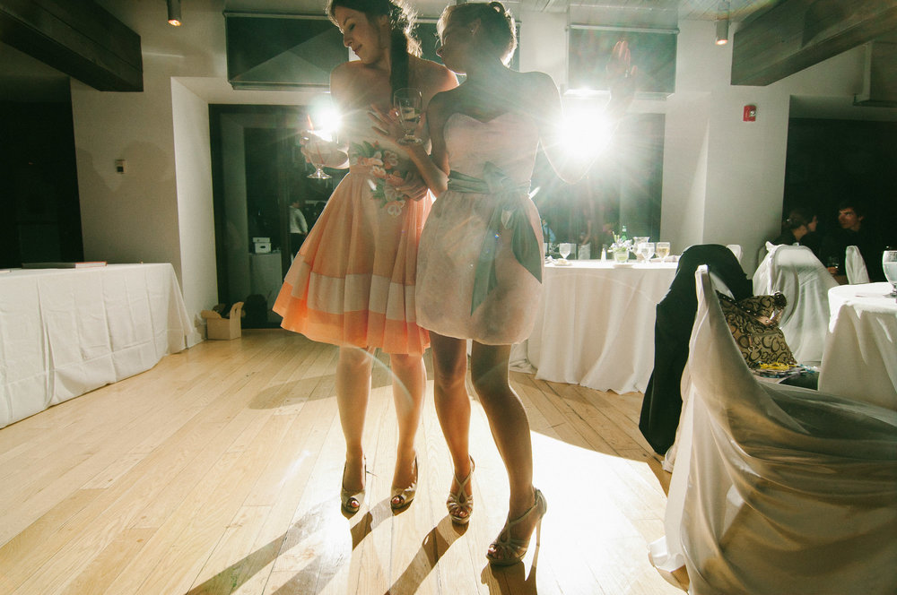 bridesmaids-dancing-wedding-reception-on-jean-drapeau