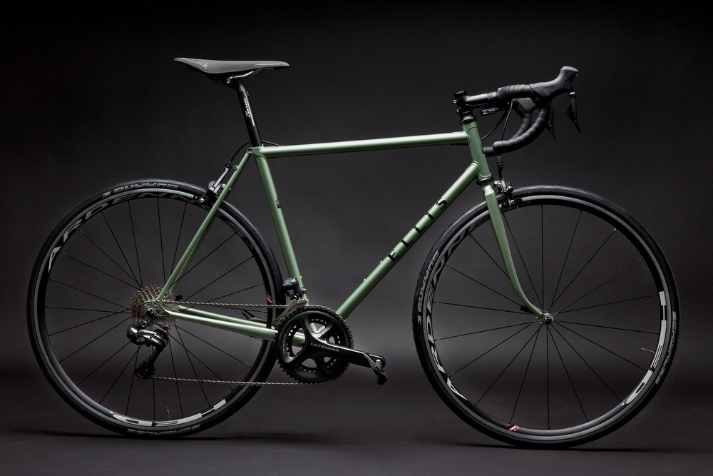 NAHBS display bike, custom built by Dave Wages of Ellis Cycles with Shimano Di2 Ultegra and HED wheels.