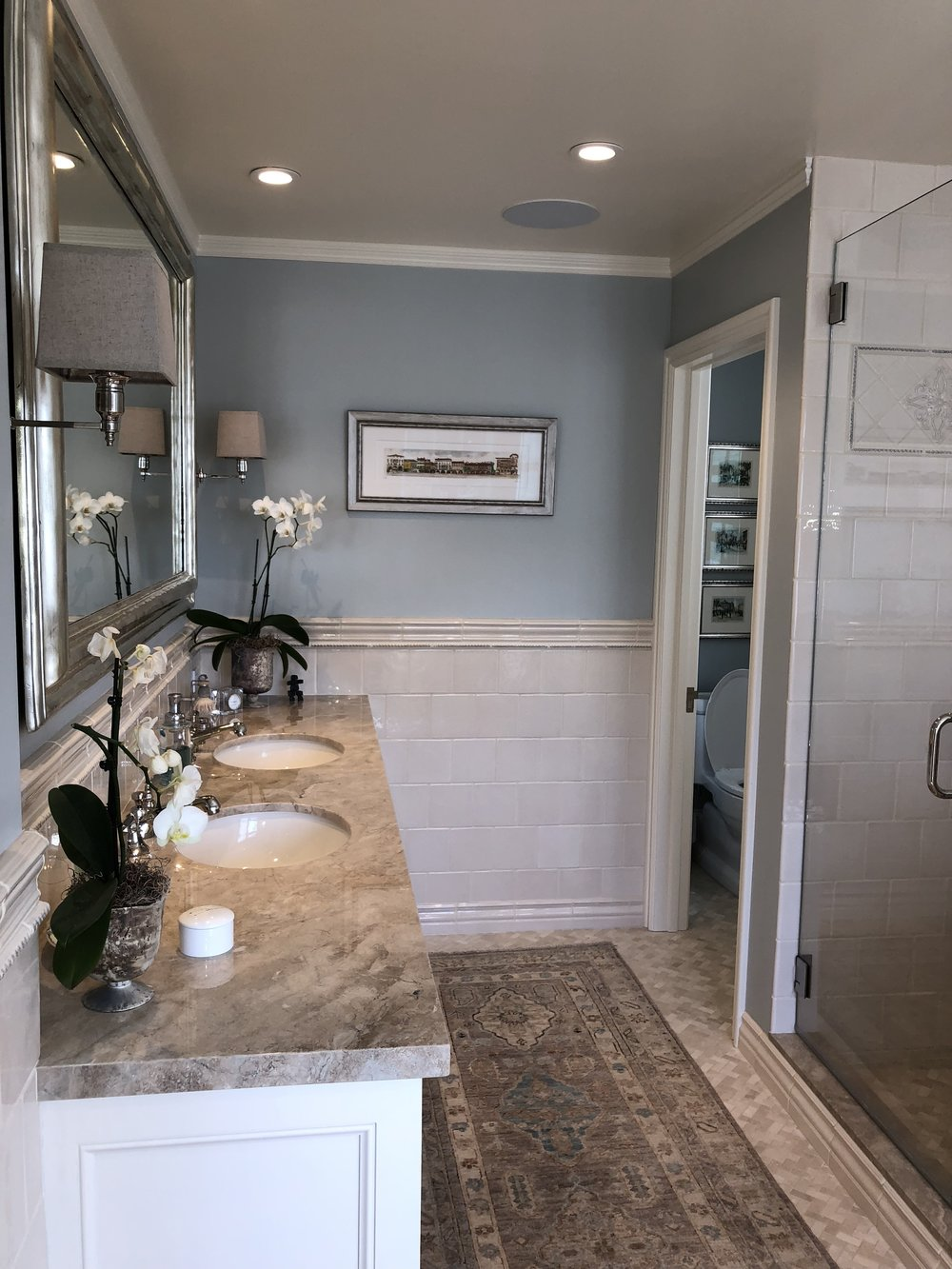 With A Large Walk In Closet, Deep Soaking Tub, Extra Large Shower And  Individual Sinks, There Is No Stress About Space Here. Notice The  Marble Topped Tub, ...