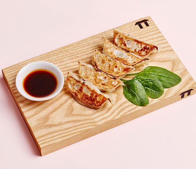 """I don't like gyoza""... said no one ever. Available as a pork or vege option, you'll never want to gyoza after trying this delish Motto Motto dish. #gyoza #japanese⠀ .⠀ .⠀ .⠀ #japan #japanesefood #finedining #arigato #greentea #sushi #sashimi #tokyo #brisbane #brisbanerestaurant #food #dinner #lunch #dessert #teppanyaki #brisbanefood #brisbaneeats  #ishiyaki #chef #restaurant #cook #kitchen #food #fish #beef #pork #chicken #wagyu"