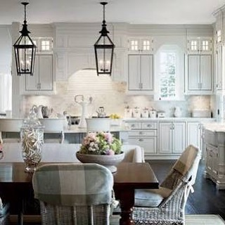 How gorgeous is this kitchen/dining space? #kitcheninspo
