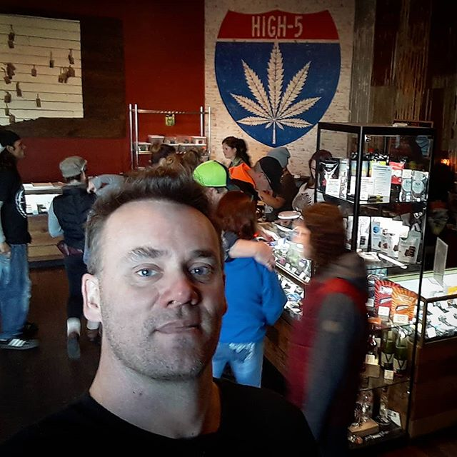Stopped by #high5cannabis to check on #StarLeaf sales...theyre great! C'mon in and get your #etweed 👽 if you're in the #vancouver Washington area. . #exploretheuniverse #i502 #buddyboyfarm #buddyboyfarms #recreationalmarijuana #cannabis #pnwstoners #moviestowatchstoned #fueldbythc #loveweed #weedmovies #cannabiscommunity #ganja #dank