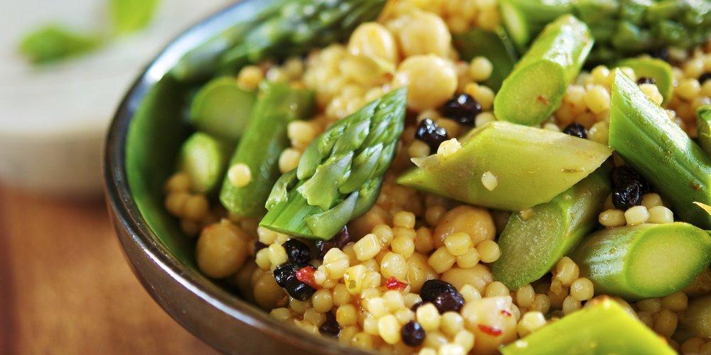 almuerzo nutritivo - Nutrimos el cuerpo de la manera más sana después de una mañana de puro surf y yoga.