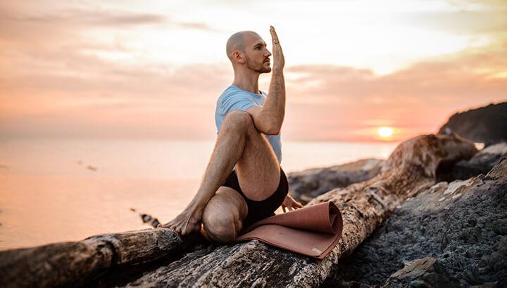 yoga, pranayama y meditacion al atardecer - Para reconectar con nuestra naturaleza luego de un día de actividad.