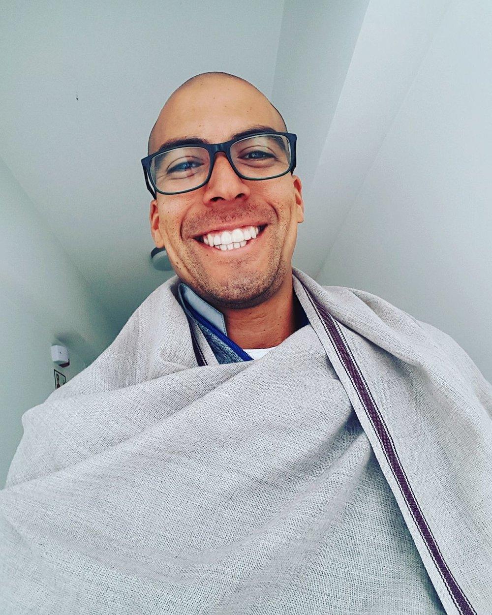 Saulo Zárate   Instructor de Vinyasa Yoga Certificado por Yoga Alliance e instructor de El Arte de Vivir. Tambien trabaja como entrenado funcional.