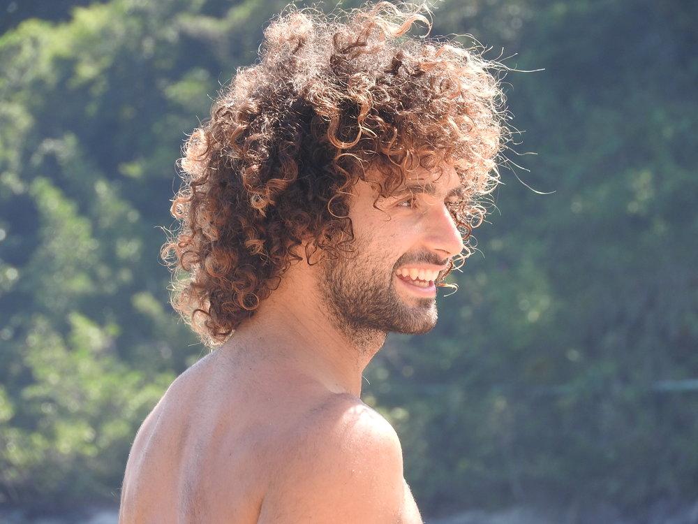 Jona Merla   Instructor de Yoga certificado por QCI 500hs. Fundador Swarupa y viajero del mundo.