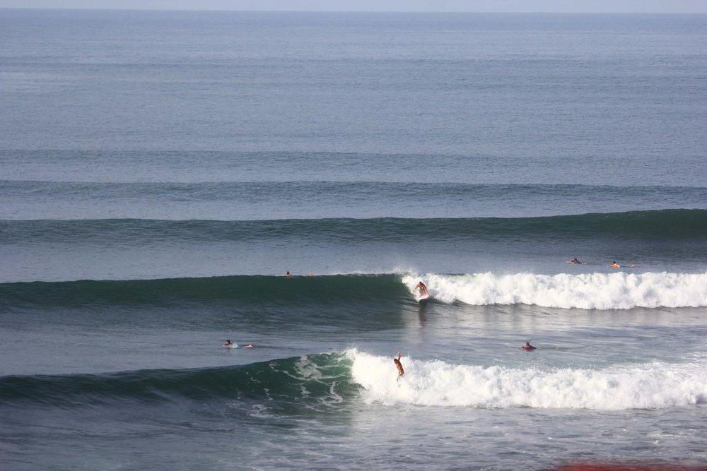 Ola frente a Puro Surf.