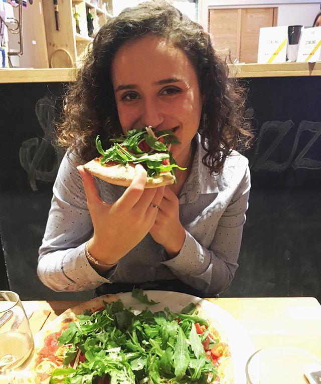 """On est parmi les meilleurs restaurants de l'année !! 💪🏼 @lafourchette.ch merci 😊 et merci à @veehappines pour cette photo trop chou ♥️ voici un commentaire client qui nous résume bien: """"Sympathique pizzeria où l'on est accueilli dans une ambiance amicale et décontractée. Le service est rapide et discret. Le choix des pizzas permet de satisfaire les végétariens et les vegans. Celles-ci sont bonnes avec une pâte fine, légère et croustillante. Les ingrédients sont de qualité et au rayon des boissons, il est possible de boire des bières et des limonades artisanales. Un endroit sympa pour passer une bonne soirée entre amis."""" - - #vegan #pizzeria #pizza #veganlife #switzerland #lausanne #lausanneàtable #lausannefood #eat #yum #lafourchette #bestrestaurant #freshingredients #local #bio #homemade #convivial #family #allnatural #love #loveourjob #restaurant"""