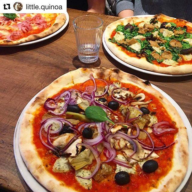 On ADORE @little.quinoa ♥️ ・・・ -𝐯𝐞𝐠𝐚𝐧 𝐩𝐢𝐳𝐳𝐚?- Yo 🍕 ! J'espère que vous allez bien. Vendredi j'ai mangé de la pizza vegan mais une vraie pizza! Pas juste une pâte recouverte de sauce tomate haha. Bref un pur délice, je vous conseille de faire un tour si vous passez par Lausanne. Il y a plusieurs choix végétaliens mais également des normales pour le reste de la famille. De gros bisous 😘 - - - #vegan #veganfood #pizza #veganpizza #lausanne #switzerland #family #quality #bestproducts #bio #love
