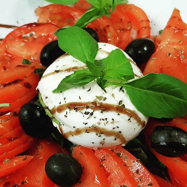 Have you met La Caprese? 😍😍😍😍😍😍😍😍😍 - - #pizza #lausanne #caprese #tomato #mozza #bufala #slicepizza #ch