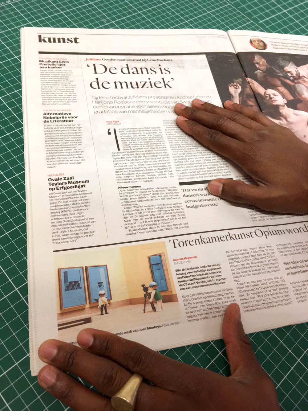Montoya's work published in Dutch newspaper Het Parool. Ananda Hegeman wrote a piece on the TorenkamerExpo in VondelCS. -