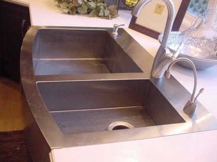 farm sink-close.jpg