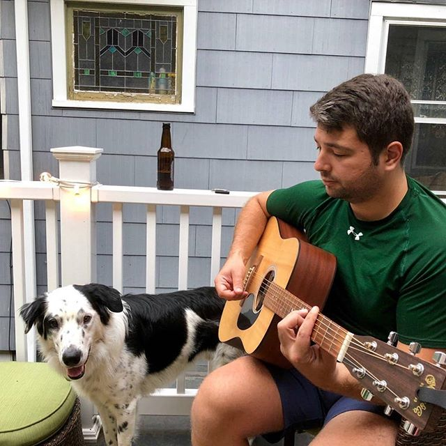 This new fall weather is perfect for porch chillen and pickin with el perro 🐕 🎸 . . . . . #dogs #finallyfall #porch #friday #mykindofhappyhour #singersongwriter #music