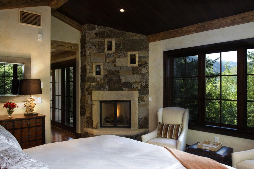 395 master bedroom.jpg