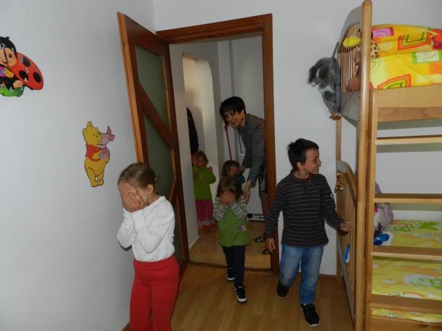 big_reactia_copiilor_la_intrarea_in_nou_lor_locuinta.jpg