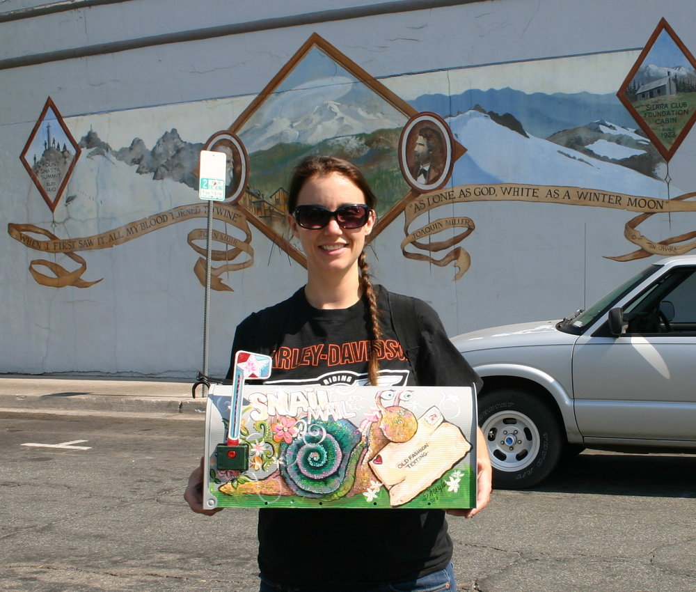 Mandy Bedell from Spokane Washington was picked for the winner of a one of a kind Mail Box. The Snail Mail Mailbox was the art creation of Sheryl Nenkirch.  Sheryl Nenkirch was the 2015 people choice award for the trash can art contest!