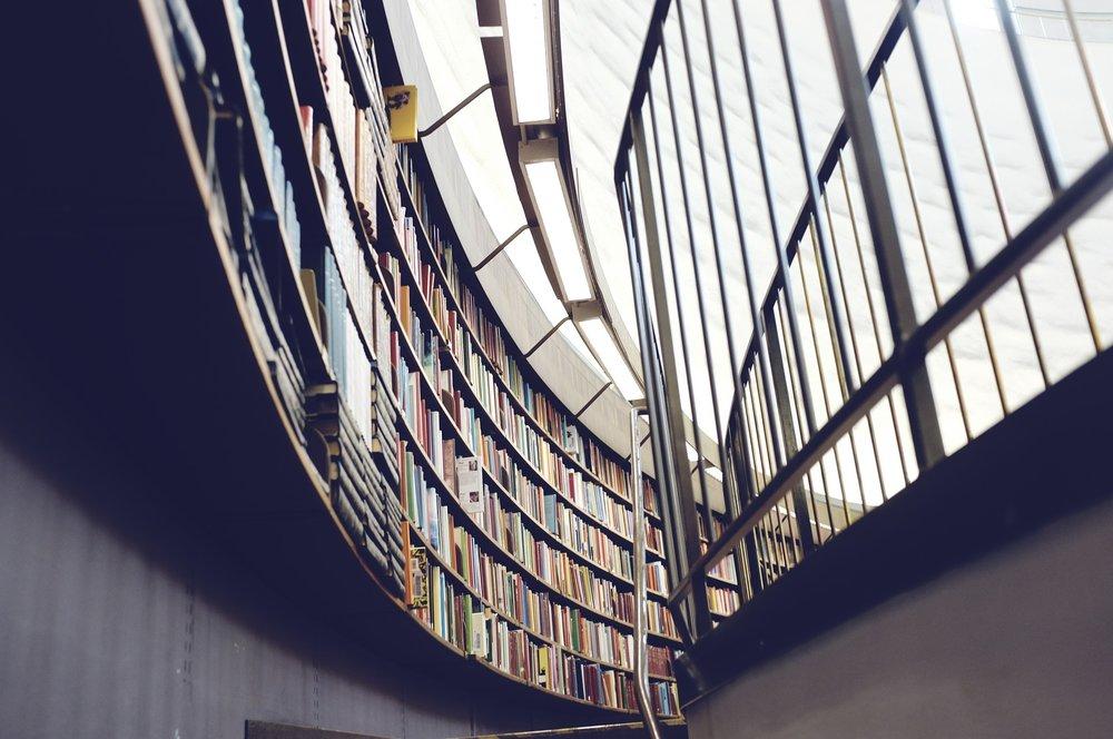library-438389_1920.jpg