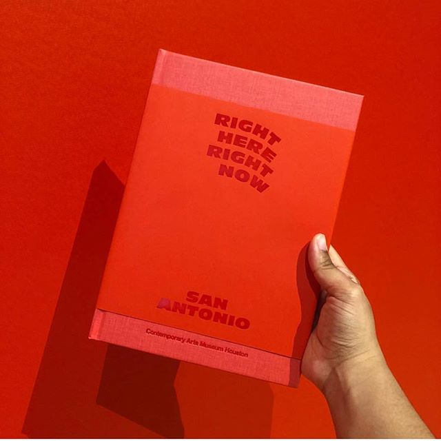 Last year I began working with @camhouston on the exhibition catalogue design for Right Here, Right Now: San Antonio. And now I'm so happy to see it out there in the world alongside a phenomenal body of work from 19 artists, curated by @daderkodean and managed by @pattiecakespattiecakes ❤️ On view until August 05 〰️ photo by @sidneymori