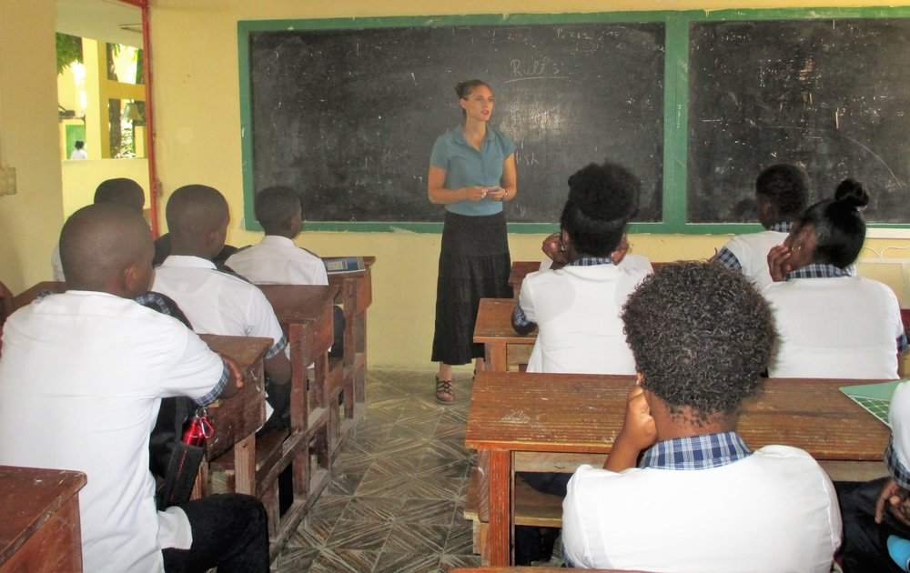 THP Volunteer Program Co-Manager Rachel Thelen teaches class.