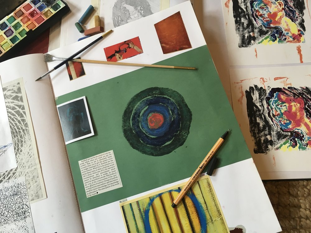 Master Classes - Hilary runs courses from her studio that specialise in sharing the rich and diverse creative possibilities of a wide range of media.  View and book classes here.