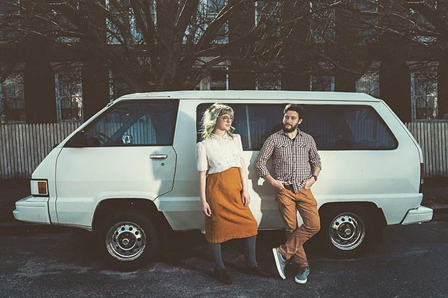 Young love goes perfect with an old van. 📸:@emuhleerose