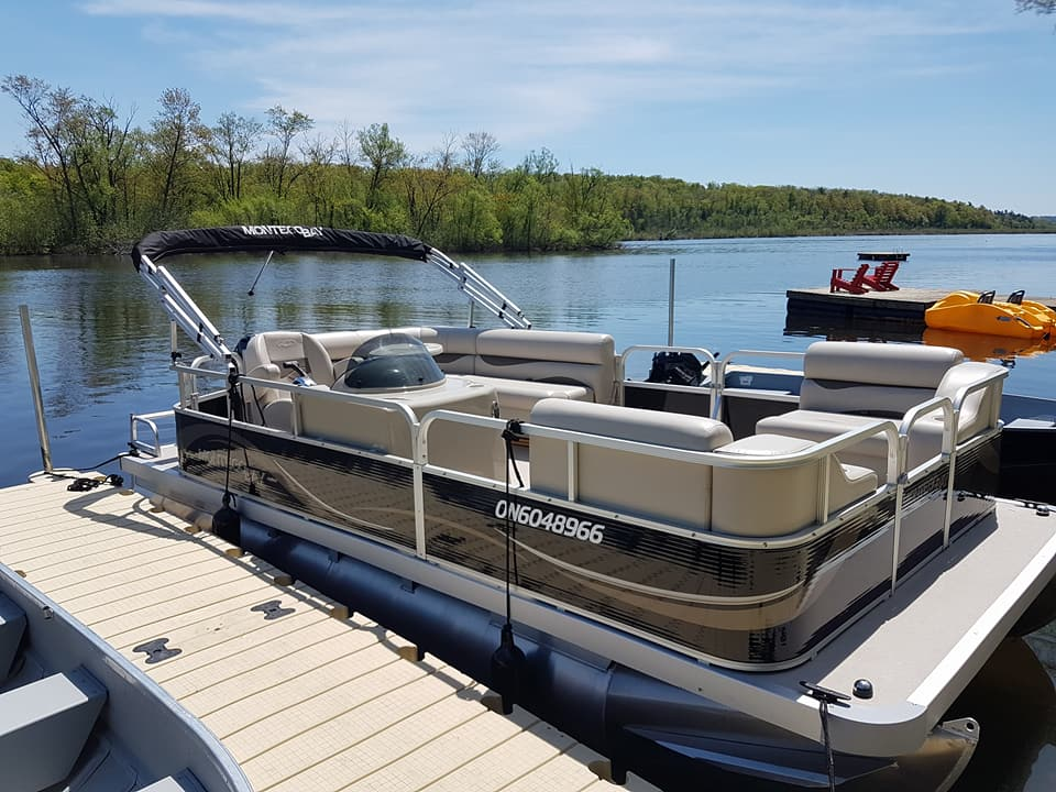 18ft Pontoon Boat with a 40hp motor