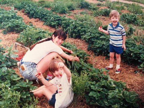 Allen-family-strawberry-picking