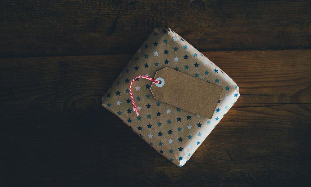 Gift-annie-spratt