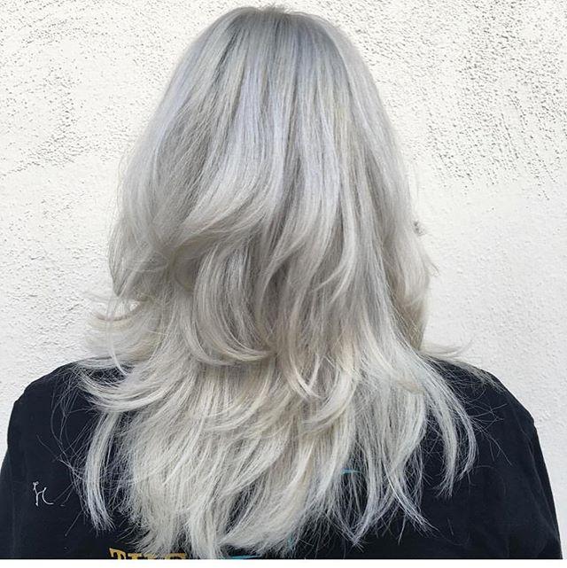 Beautiful white blonde by @rockpaperkim . . .  #rockpaperla #schwarzkopfpro #schwarzkopfusa #davinessalon #lahair #lahairstylist #echoparkhair #dtla #echoparklake #balayagehighlights #balayagedandpainted #unicorntribe #modernsalon #behindthechair #beautylaunchpad #bleachedhair #whitehair #platinumblonde