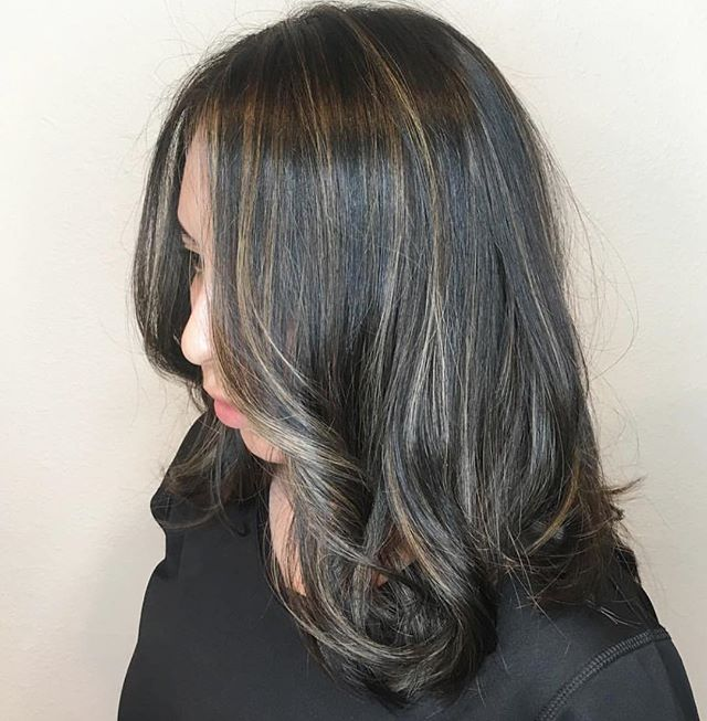 @m_solor.hair with the baby lights! **babylights are perfect for someone who wants subtle blended dimension. 🖤🖤 . . .  #babylights #babylightshair  #rockpaperla #schwarzkopfpro #schwarzkopfusa #davinessalon #lahair #lahairstylist #echoparkhair #dtla #echoparklake #balayagehighlights #balayagedandpainted #unicorntribe #modernsalon #behindthechair #beautylaunchpad