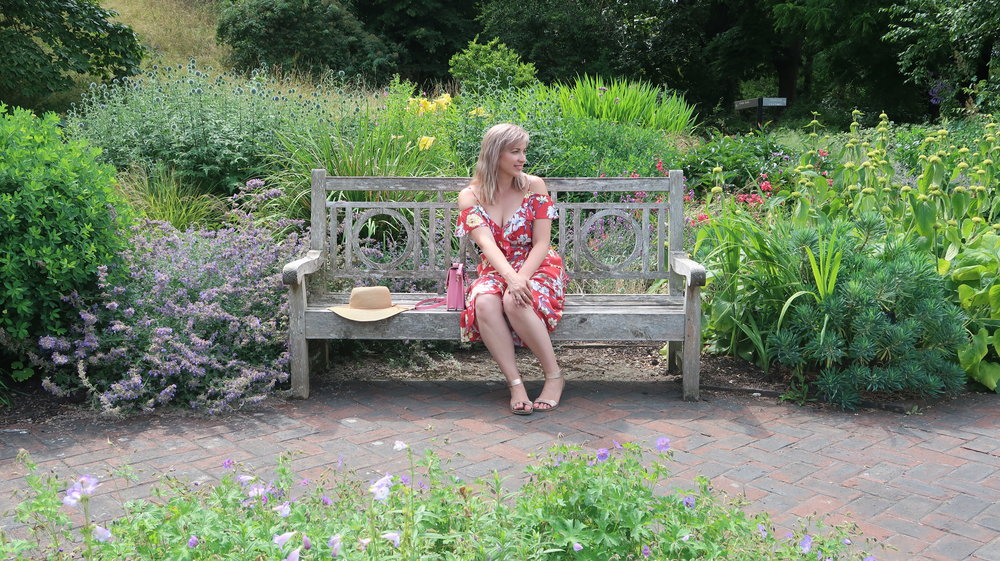 Choosing to feel good, by choosing thoughts that support me. Photo taken in the Royal Botanic Gardens in Kew, England.
